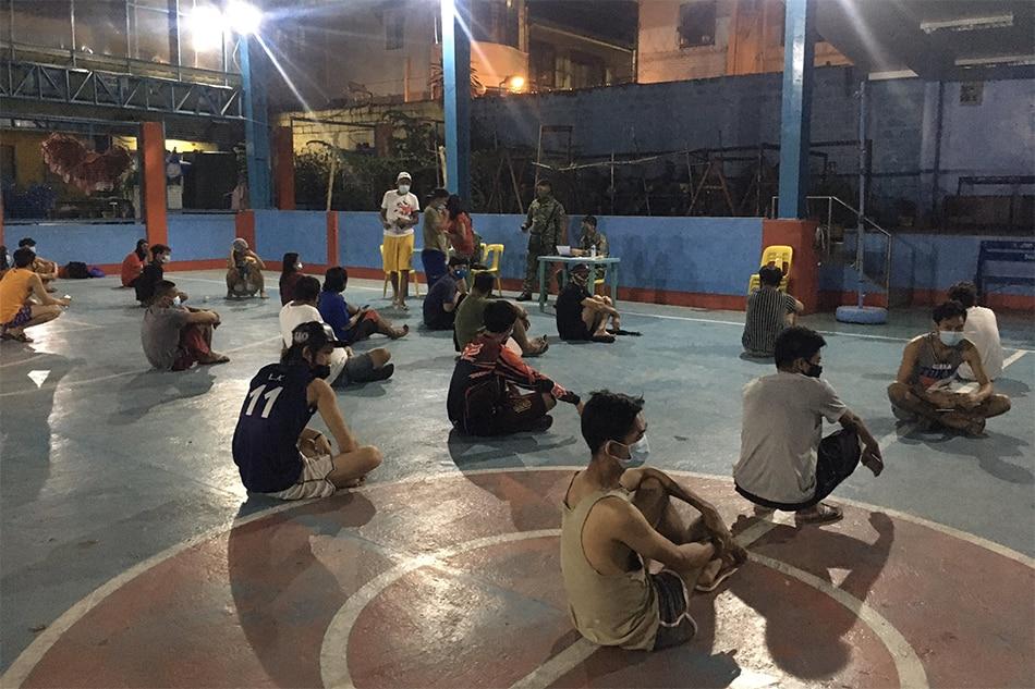 Halos 100 lumabag sa quarantine dinampot sa Quezon City
