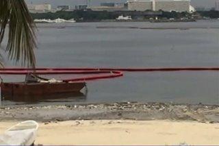 Mga basura inanod sa pampang ng Manila Bay
