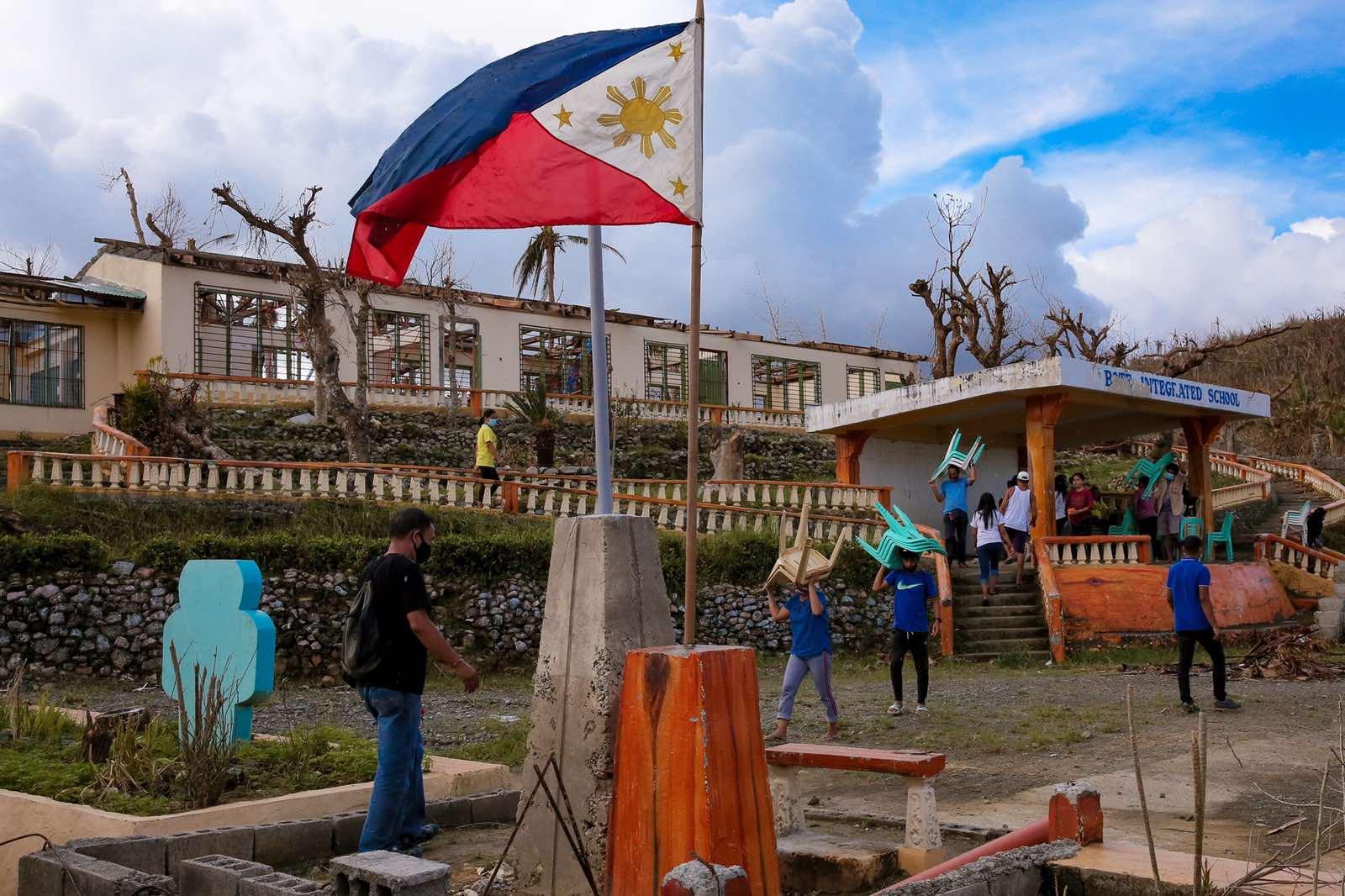 Philippines readies for Ulysses landfall 1