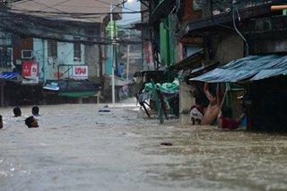 'Lubog na mga bahay': Mga residente naiwan sa binahang mga bahay, umaapelang ma-rescue