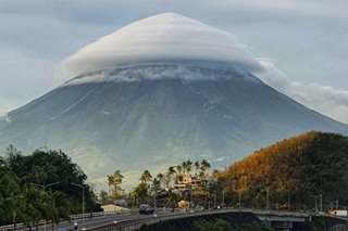 LOOK: Umbrella-like cloud crowns Mayon Volcano