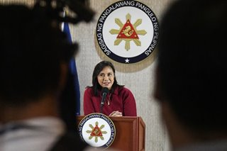 Did Robredo bring a 'director' to typhoon relief programs? No, that was a nurse