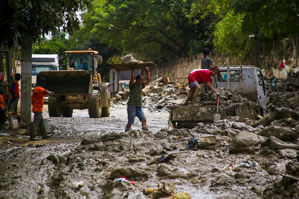 Hamon sa Marikina: Tambak na debris sagabal sa pamamahagi ng relief 1
