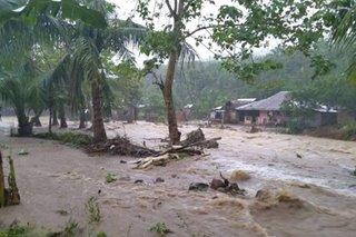 Flash flood nararanasan sa Oriental Mindoro; 2 patay sa landslide