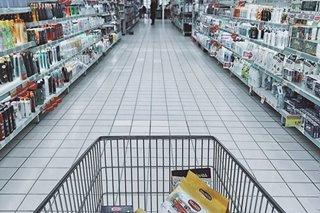 Babae sa California arestado matapos dilaan ang mga paninda sa supermarket