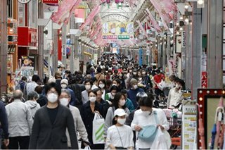 Crowds still flocking to Tokyo's shopping arcades amid virus outbreak