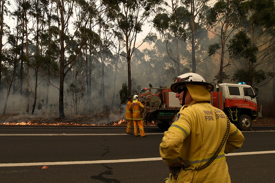 Australians urged to evacuate as fires rage