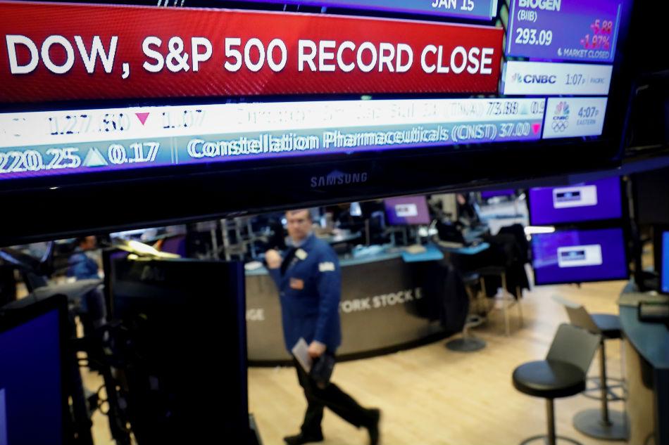 World stocks climb new peaks on US-China trade deal 1