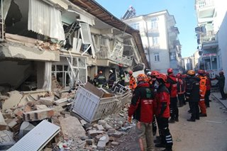 Powerful quake kills 21 in eastern Turkey