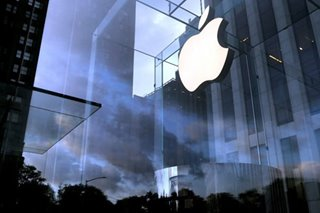 Apple seizes smartphone sales crown from Samsung