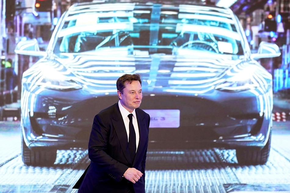 Tesla slumps as it announces $2bn stock offering