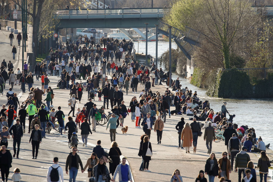 France reports its biggest jump in coronavirus deaths 1