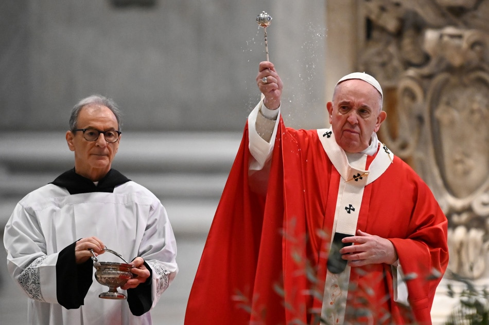 Pope Francis leads Palm Sunday Mass