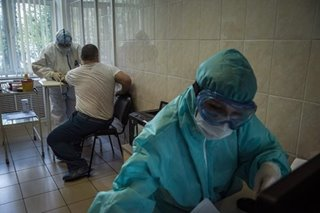 Russia starts giving new virus vaccine to volunteers in Moscow