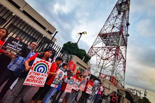 On Valentine's Day, hundreds rally for ABS-CBN amid franchise woes