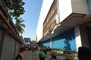 Bahagi ng concrete cladding ng SM City Sta. Mesa bumigay, kotse nabagsakan