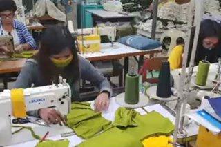 Mga estudyante, staff ng Marinduque State College gumawa ng PPEs