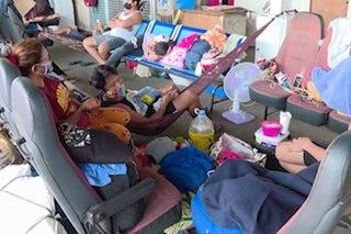 Mga na-stranded sa bus terminal sa Calamba, umaasang makauwi sa pagluwag ng lockdown