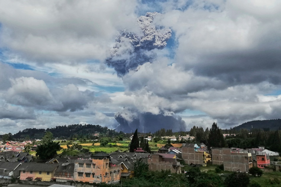 Indonesia's Mt. Sinabung erupts anew