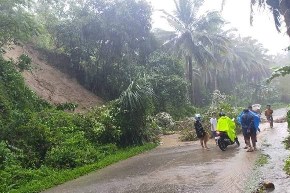 Mga pagguho ng lupa naitala sa Surigao City 1