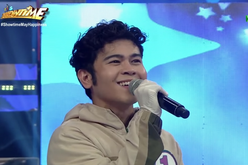 WATCH: The Juans' Carl Guevarra surprises 'Hide and Sing' as mystery celebrity