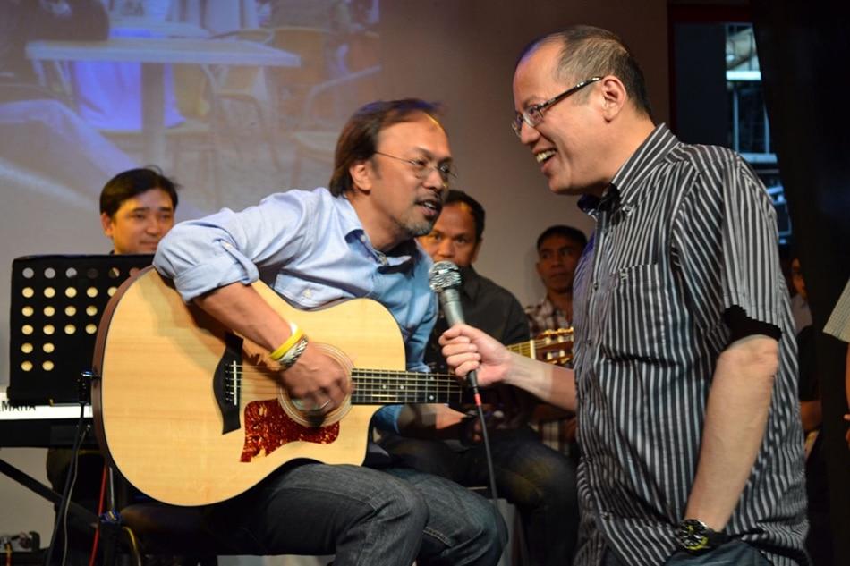 Noynoy Aquino gave rare vinyl records to his favorite singer Noel Cabangon
