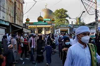 Hundreds visit Quiapo's Golden Mosque for Eid Al-Fitr