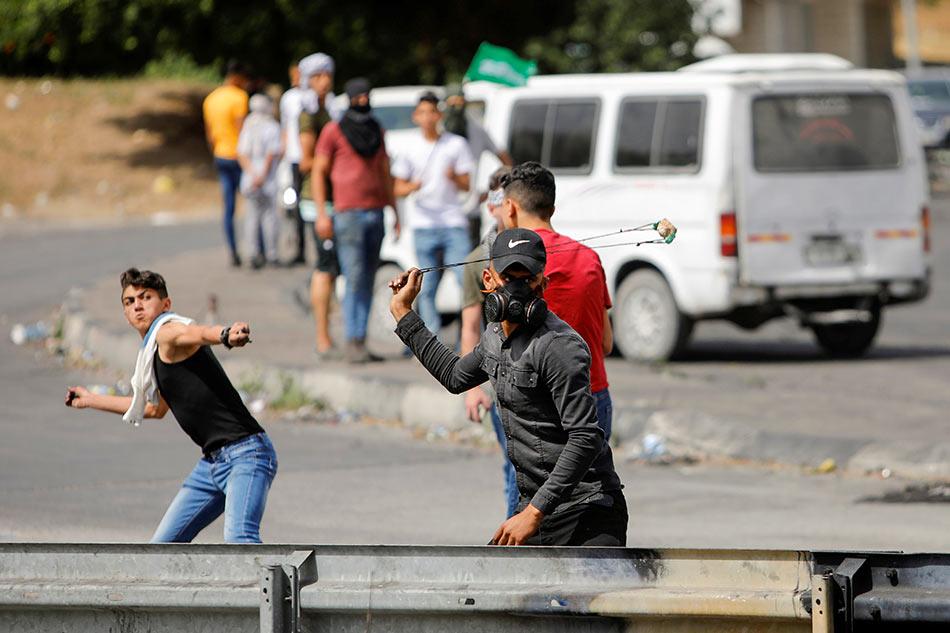 Palestinians, Israeli police clash at Jerusalem's Aqsa hours after Gaza truce 1
