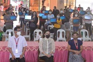 1,600 laptops ipinamigay sa mga public school teachers sa Tanauan City