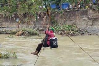 Improvised zipline ginawa ng mga residente para makatawid sa baha