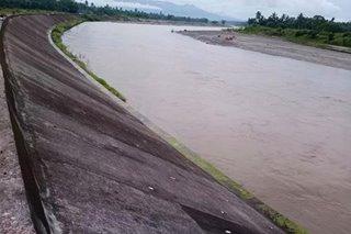 Mahabang bitak lumitaw sa riprap sa Dulag, Leyte matapos ang maraming pagbaha