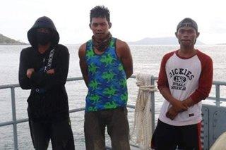 3 mangingisda nailigtas mula sa lumubog na bangka