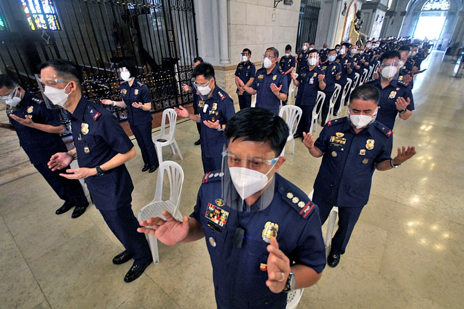 PNP officers attend 'Blue Mass' at Manila Cathedral
