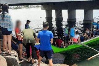 Mga kabataan, magulang nahuling nag-'Easter swimming' sa Bacoor Bay