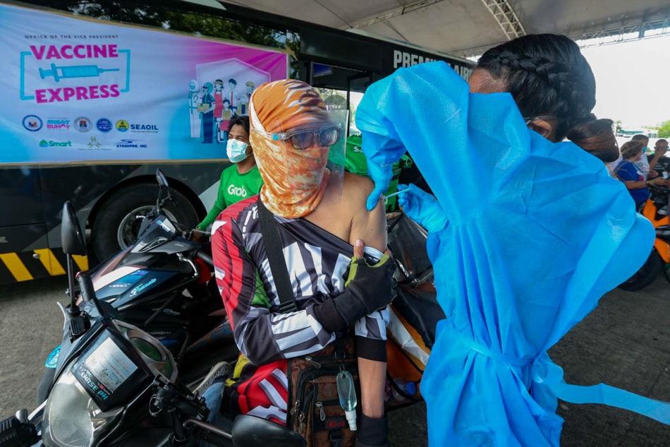 Robredo opens 'vaccination express' for riders in Manila 1