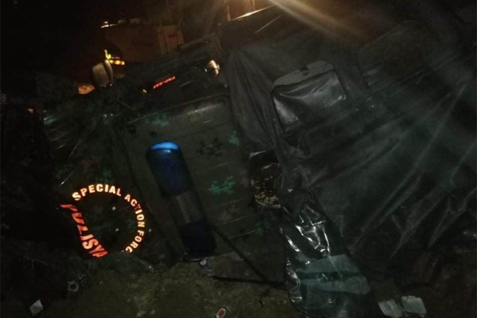 2 trak nahulog sa bangin sa Northern Samar, 1 patay, 23 sugatan 1