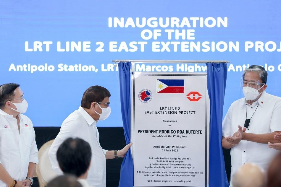 Duterte pinangunahan ang inagurasyon ng LRT-2 extension project 1