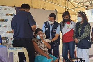 Pagbabakuna sa Taal evacuees umarangkada; banta ng ibang sakit tinututukan