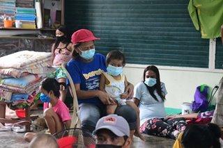 Mga evacuation center, mga lumikas dahil sa aktibidad ng Taal Volcano dumami