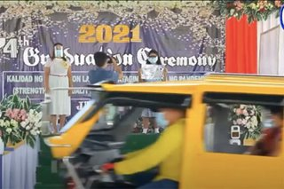 TINGNAN: Drive-thru graduation sa Panabo City