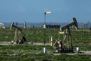 Oil slips on coronavirus fears, strong dollar