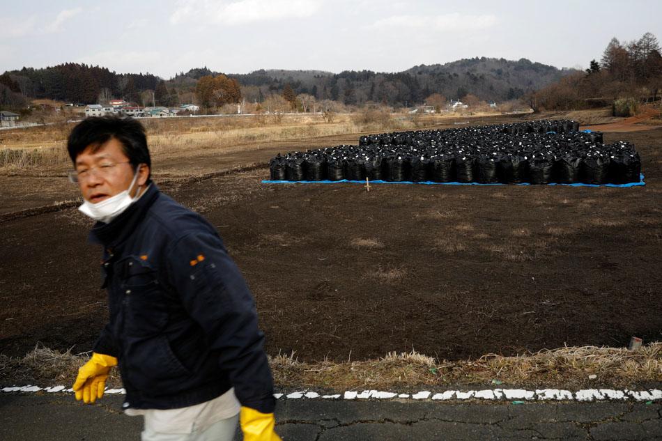 PHOTO ESSAY: The man who saves forgotten cats in Fukushima's nuclear zone 2
