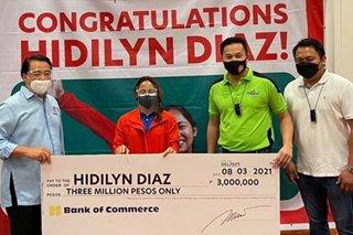 LOOK: Hidilyn Diaz receives P3 million from Romero