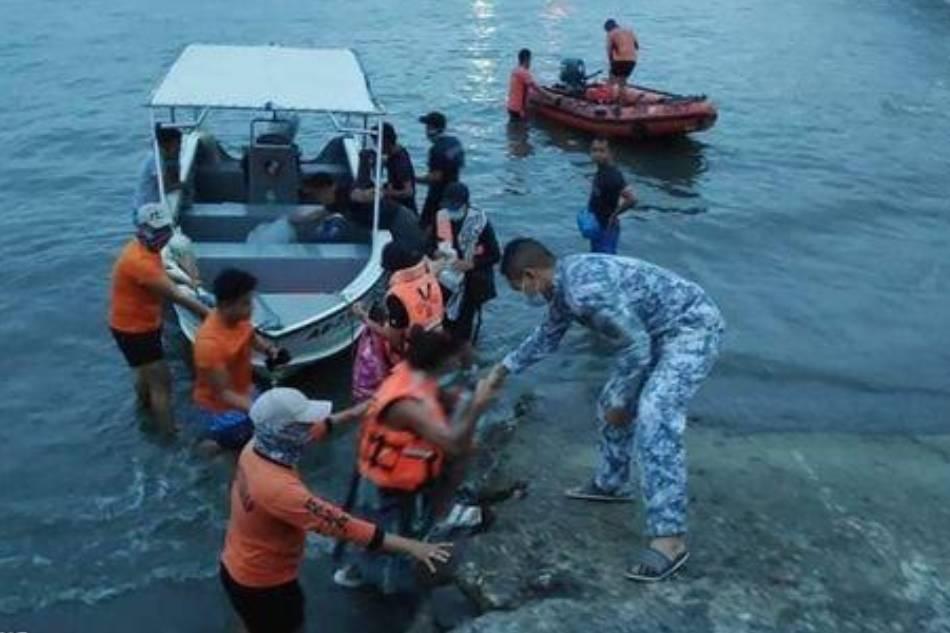 PH Coast Guard rescues 5 boat passengers in Mati, Davao Oriental 1