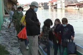 Social workers naitawid ang pagbibigay ng ayuda sa coastal barangay sa Hagonoy