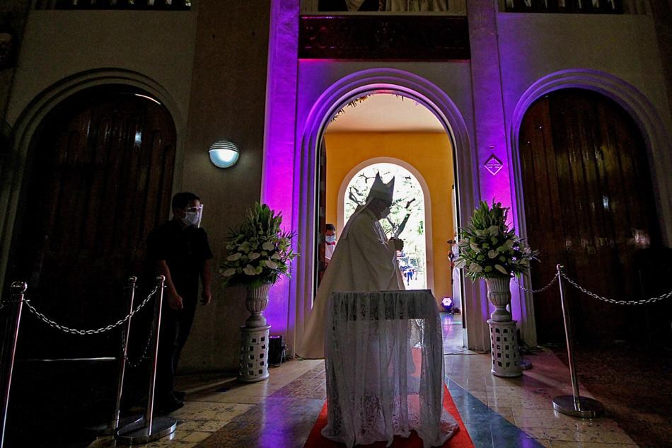 Baclaran Church opens Jubilee door