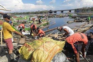 Face masks, plastic nakolekta ng mga 'scubasurero' sa underwater cleanup sa Cavite