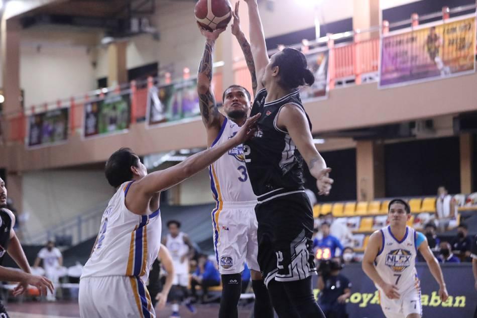 NLEX forward JR Quiñahan goes up for a shot against the Blackwater Bossing. PBA Media Bureau.