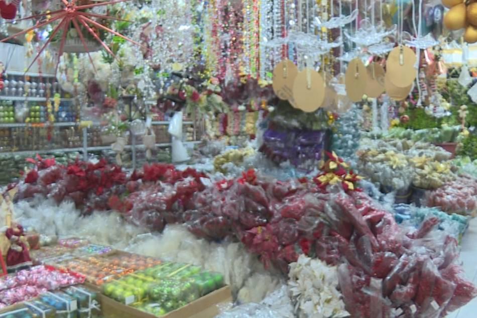 Pamilihan ng Christmas decorations sa Tutuban sa Maynila. ABS-CBN News/File.