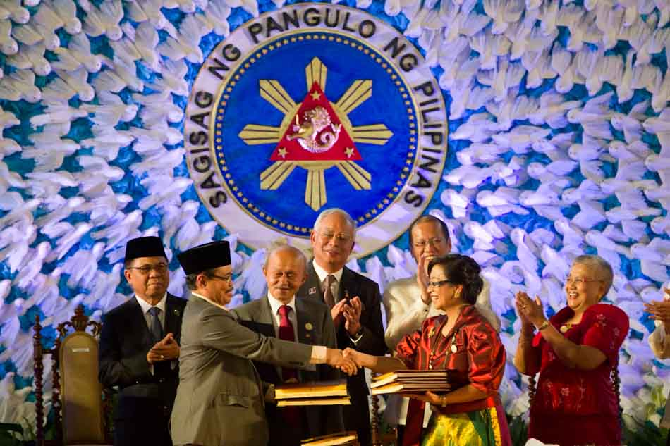 Philippines Milf Rebels Sign Peace Agreement Abs Cbn News